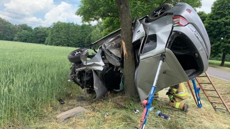 Auto owinęło się wokół drzewa. Wypadek na Lubelszczyźnie