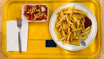 """""""Czas na przebudzenie i zmiany!"""" Spurek skarży się na jedzenie w Parlamencie Europejskim"""