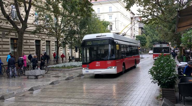 Trolejbusy Solaris-Skoda wycofane z ulic Budapesztu. Przez otwierające się drzwi