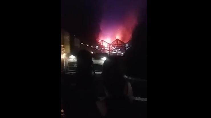 Strażacy walczyli całą noc z pożarem Camden Market. Nie ma informacji o ofiarach