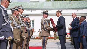 Prezydent mianował 14 oficerów na stopnie generalskie. BBN podało nazwiska