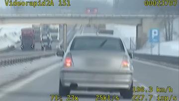 Uciekał z prędkością 198 km/h. By go zatrzymać, policja wybiła szybę